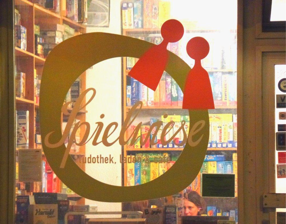 Shop front Spielwiese Berlin
